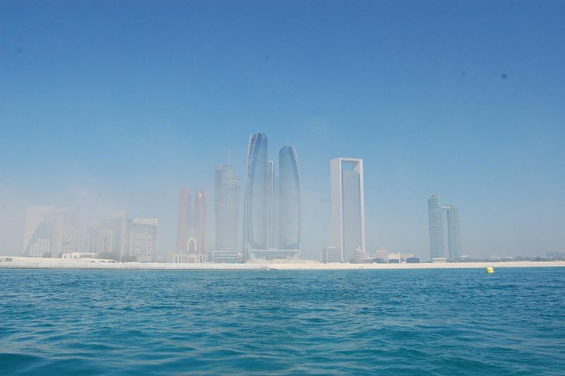 Abu Dhabi dans la brume climat